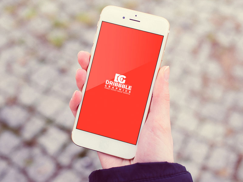 Free-Outdoor-Girl-Holding-iPhone-Mockup-600