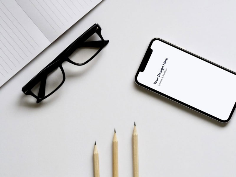 Free-iPhone-x-on-Desk-Mockup-600
